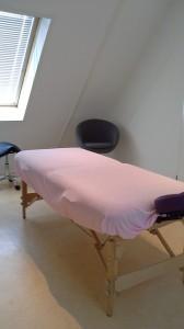 afbeelding behandeltafel, roltafel en stoel